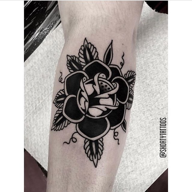 This rose was done by Ana at Salon Serpent