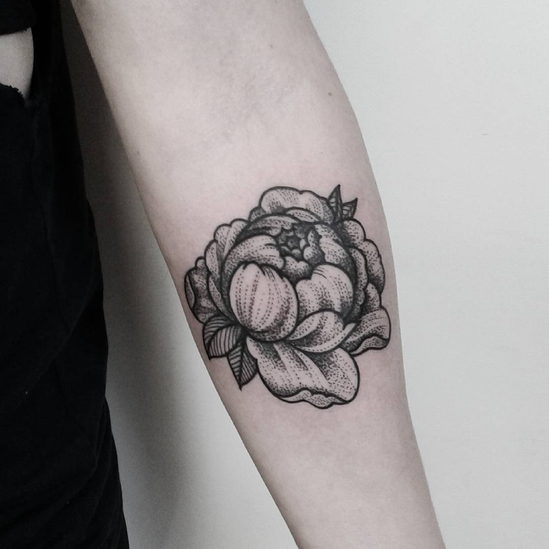Detailed peony tattoo by Brie Dots
