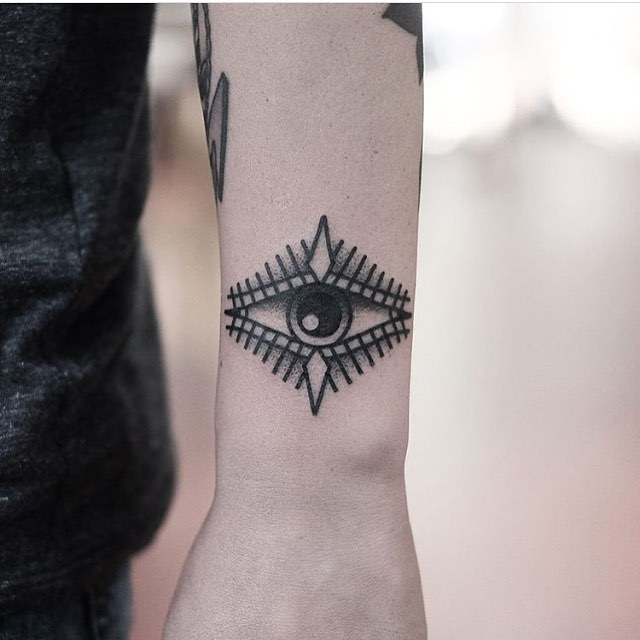 Eye bracelet tattoo by Jonas Ribeiro