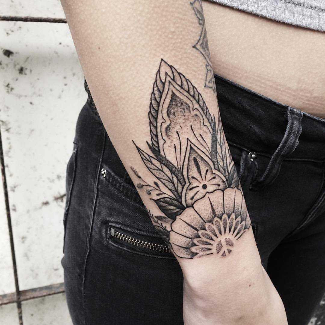 Floral wrist piece by Roald Vd Broek