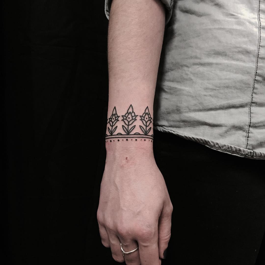 Ornamental floral bracelet