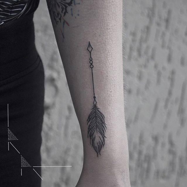 Mini arrow tattoo by Rach Ainsworth