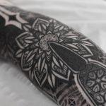 Amazing leg tattoo by Wagner Basei