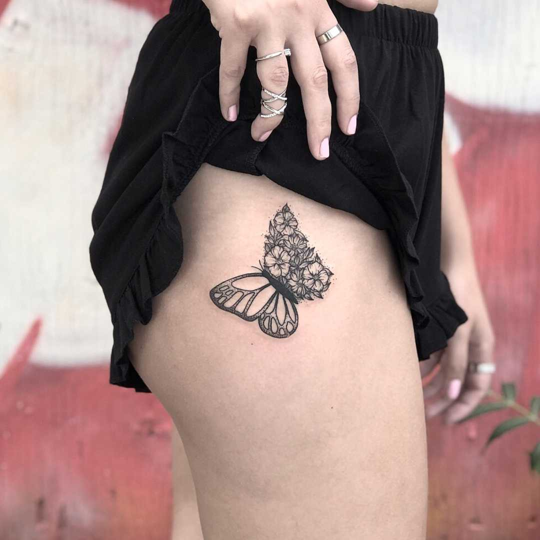 Butterfly on the right hip