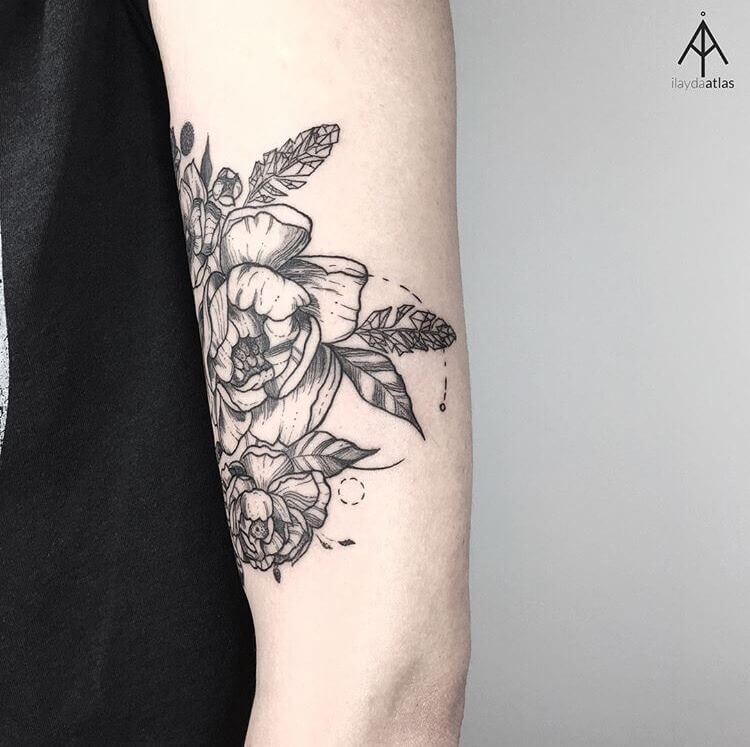 Flower on the bicep by Ilayda Atlas