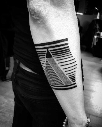 Lines and triangle by Wagner Basei