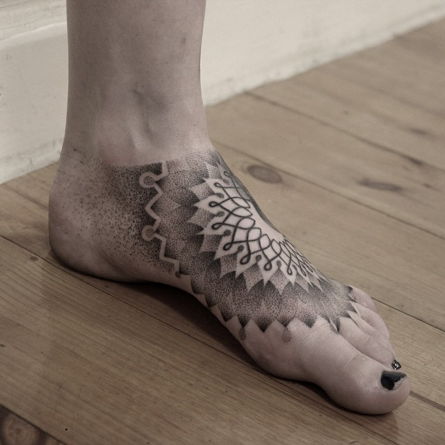 Mandala on the foot by Oliver Whiting