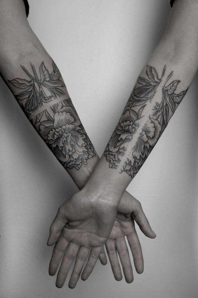 Matching flower tattoos by SVA