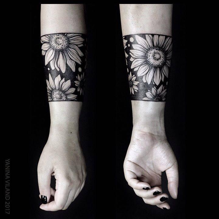 Negative space flower by Yanina Viland