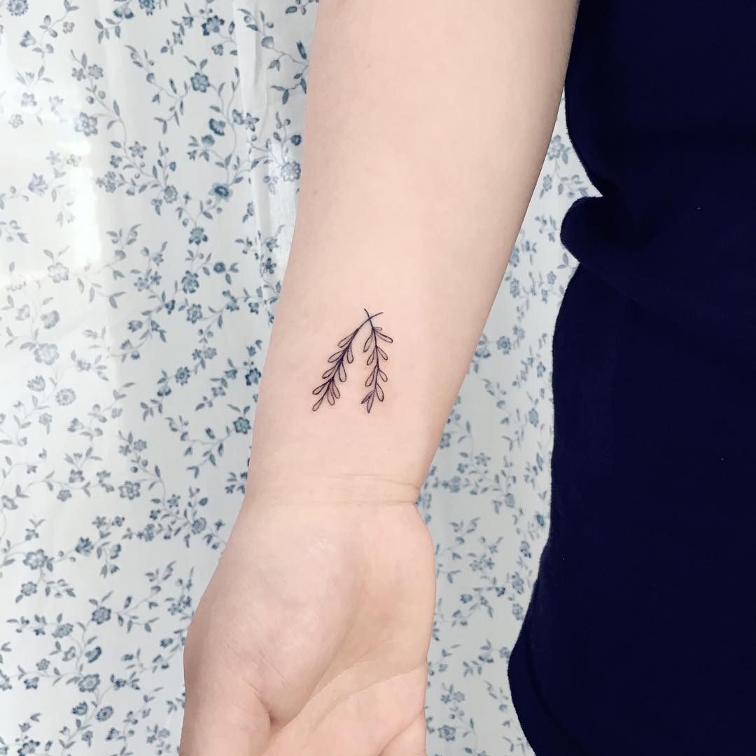 Tiny leaves on the right wrist