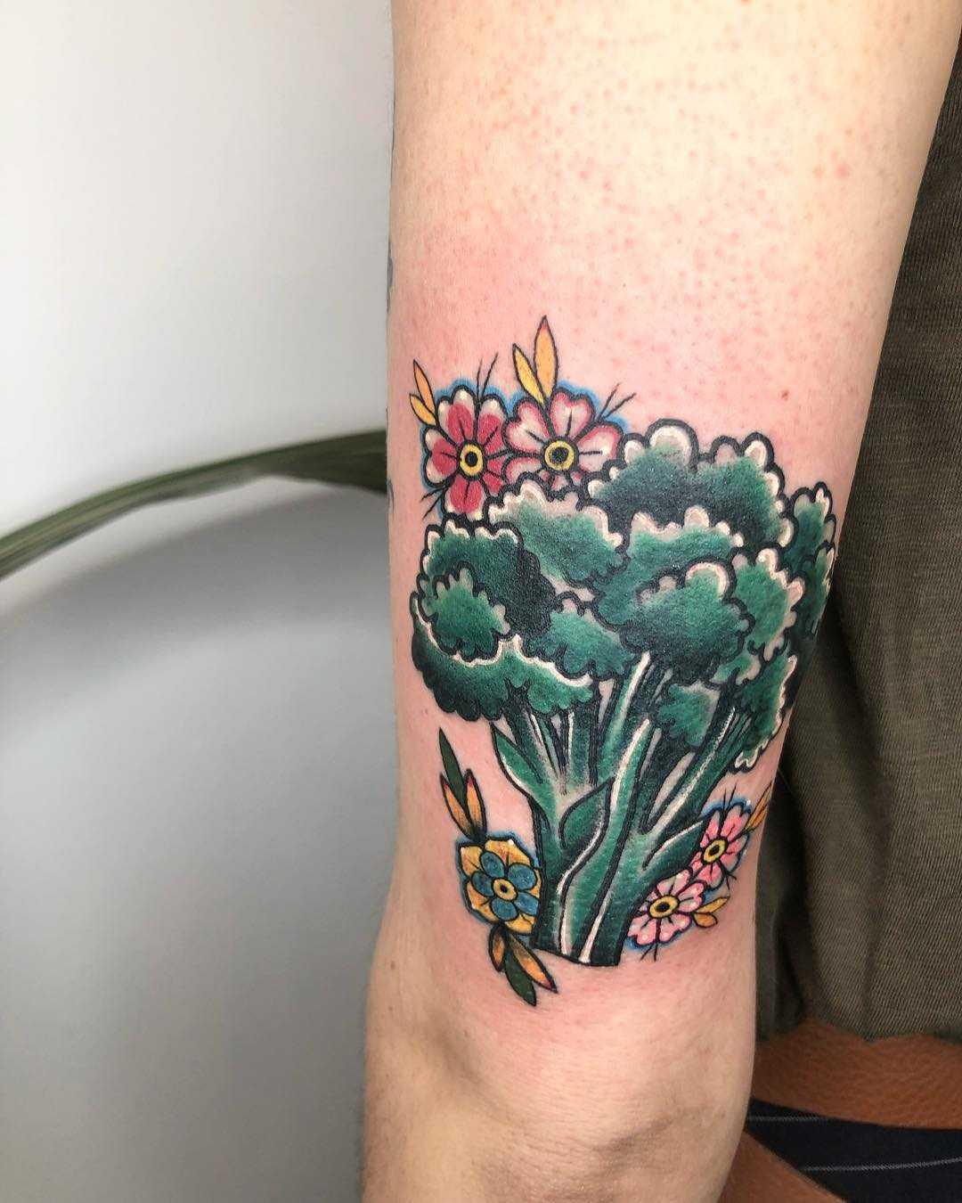 Traditional broccoli tattoo by Lara Simonetta