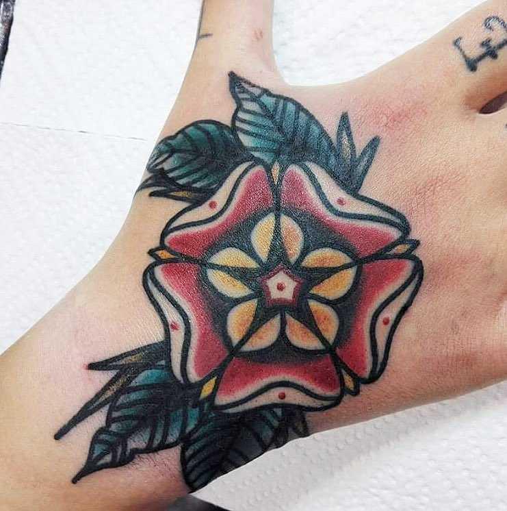 Traditional flwoer tattoo by Łukasz Krupiński