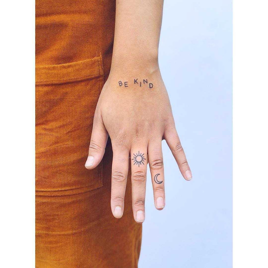 Be kind tattoo by tattooist Zaya