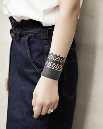Beautiful armband tattoo by Aki Wong