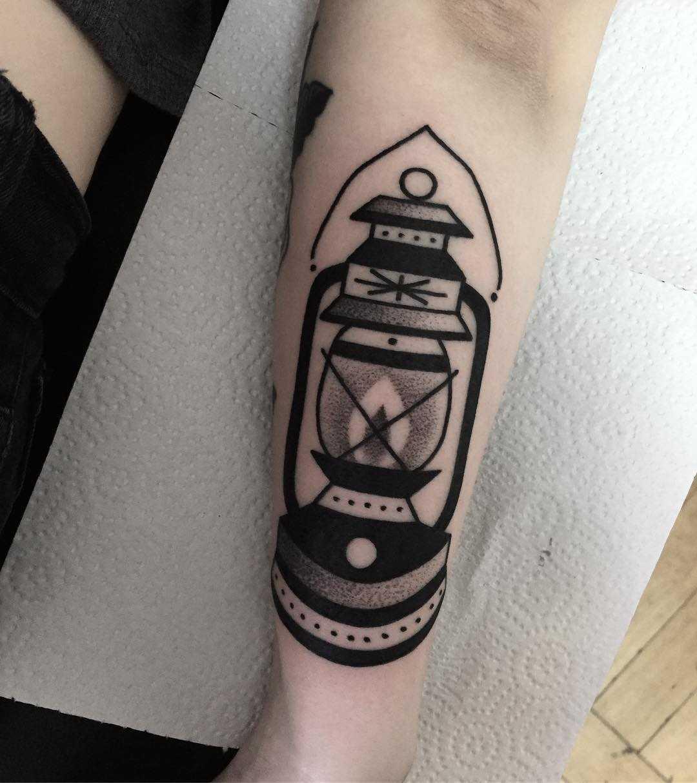 Black lantern tattoo by tattooist Miedoalvacio