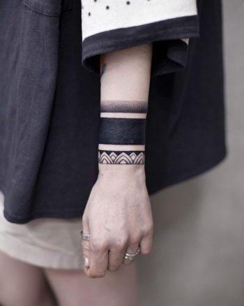 Blackwork bracelet tattoo by Aki Wong