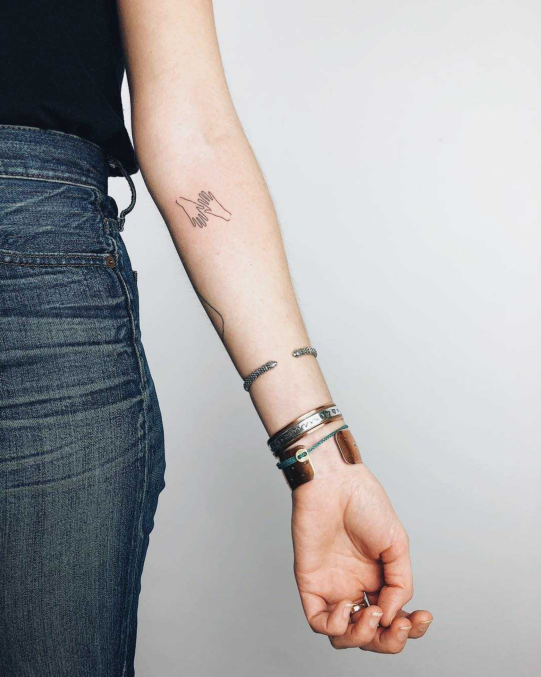 Hands tattoo by Kelli Kikcio