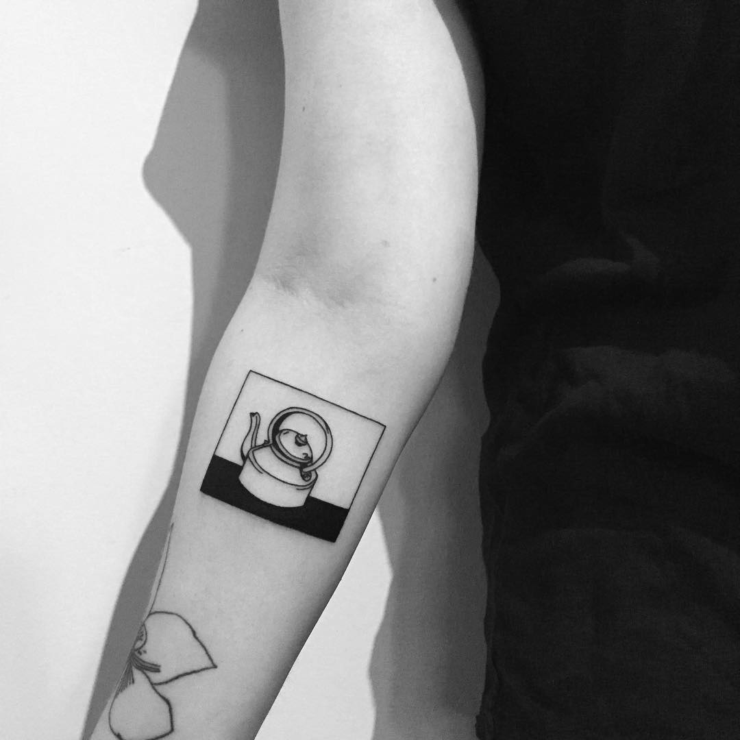Minimal kettle tattoo by Chinatown Stropky