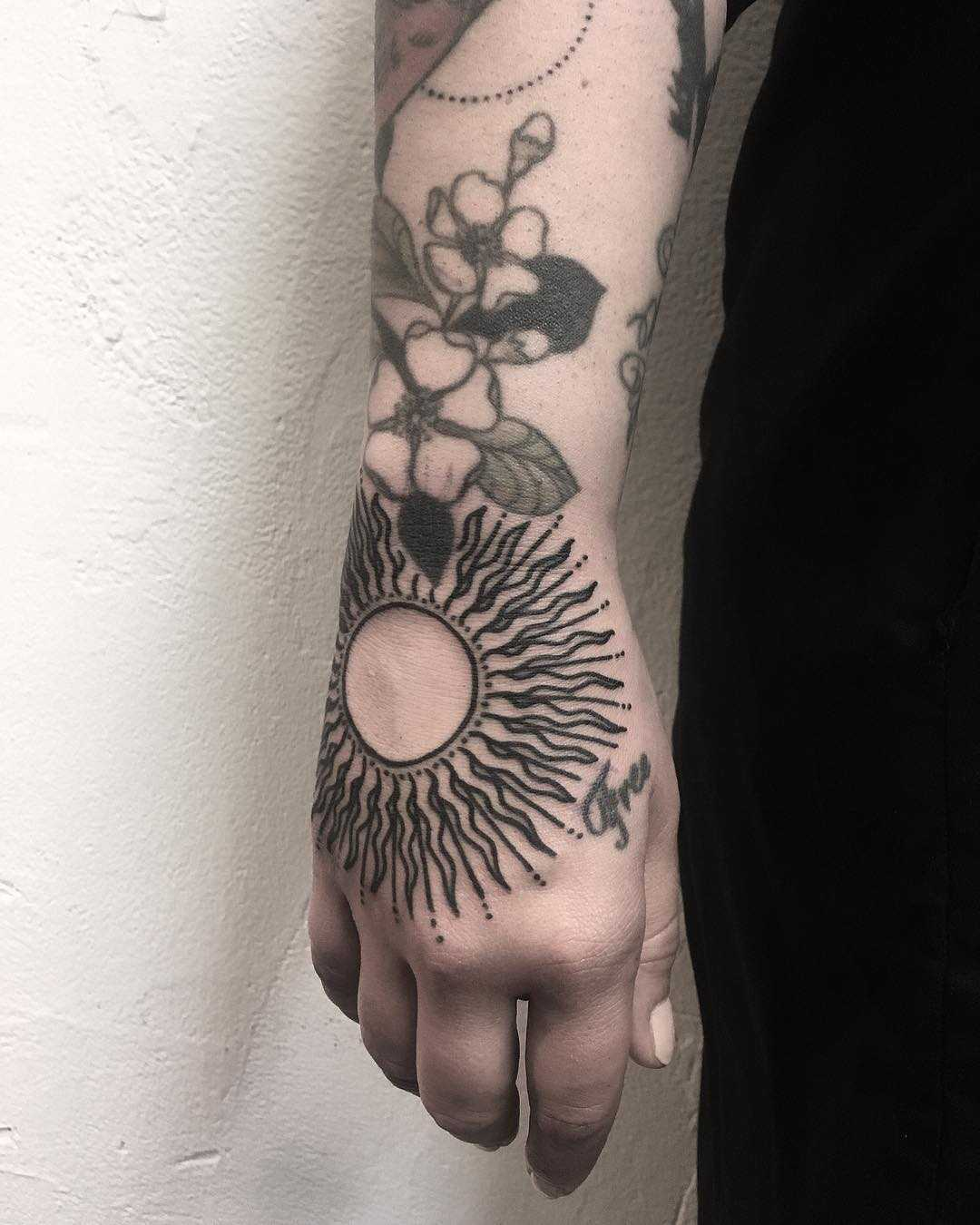 Stylized sun by tattooist Spence @zz tattoo