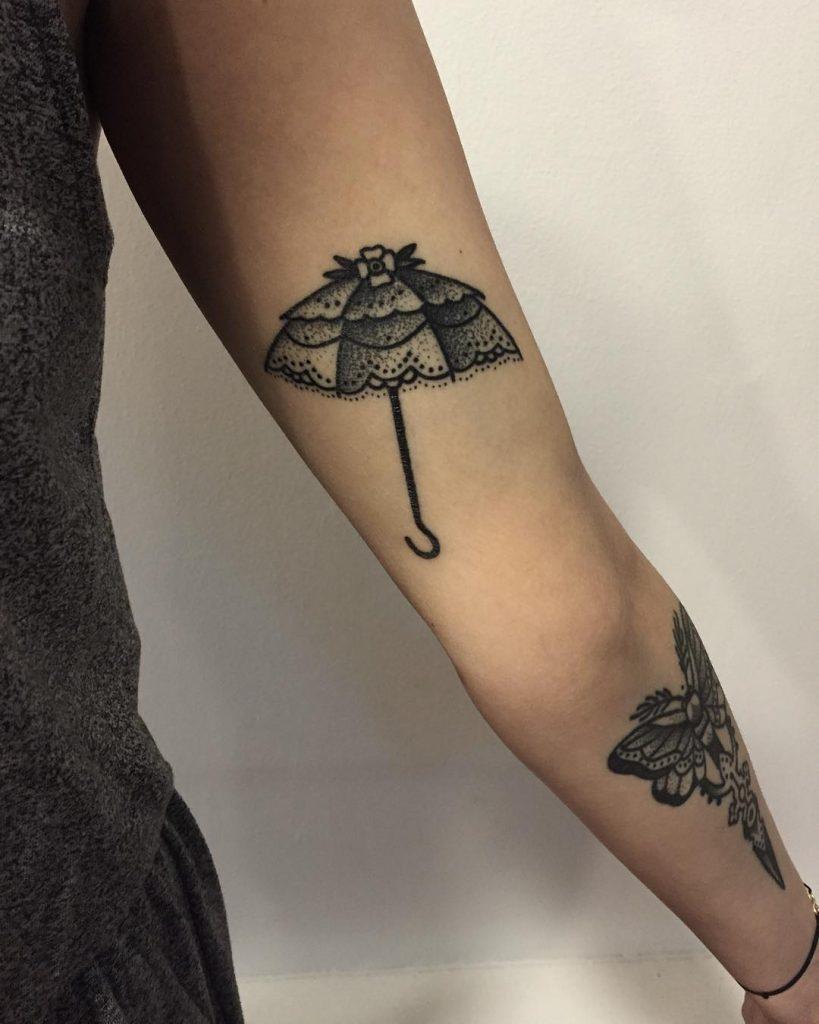 Umbrella tattoo by tattooist Miedoalvacio