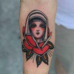 Flower lady by Javier Betancourt