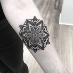 Simple floral mandala by Wagner Basei