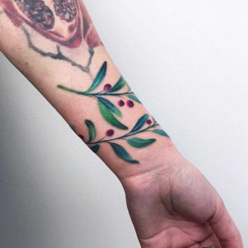 Floral bracelet tattoo by Valeria Yarmola