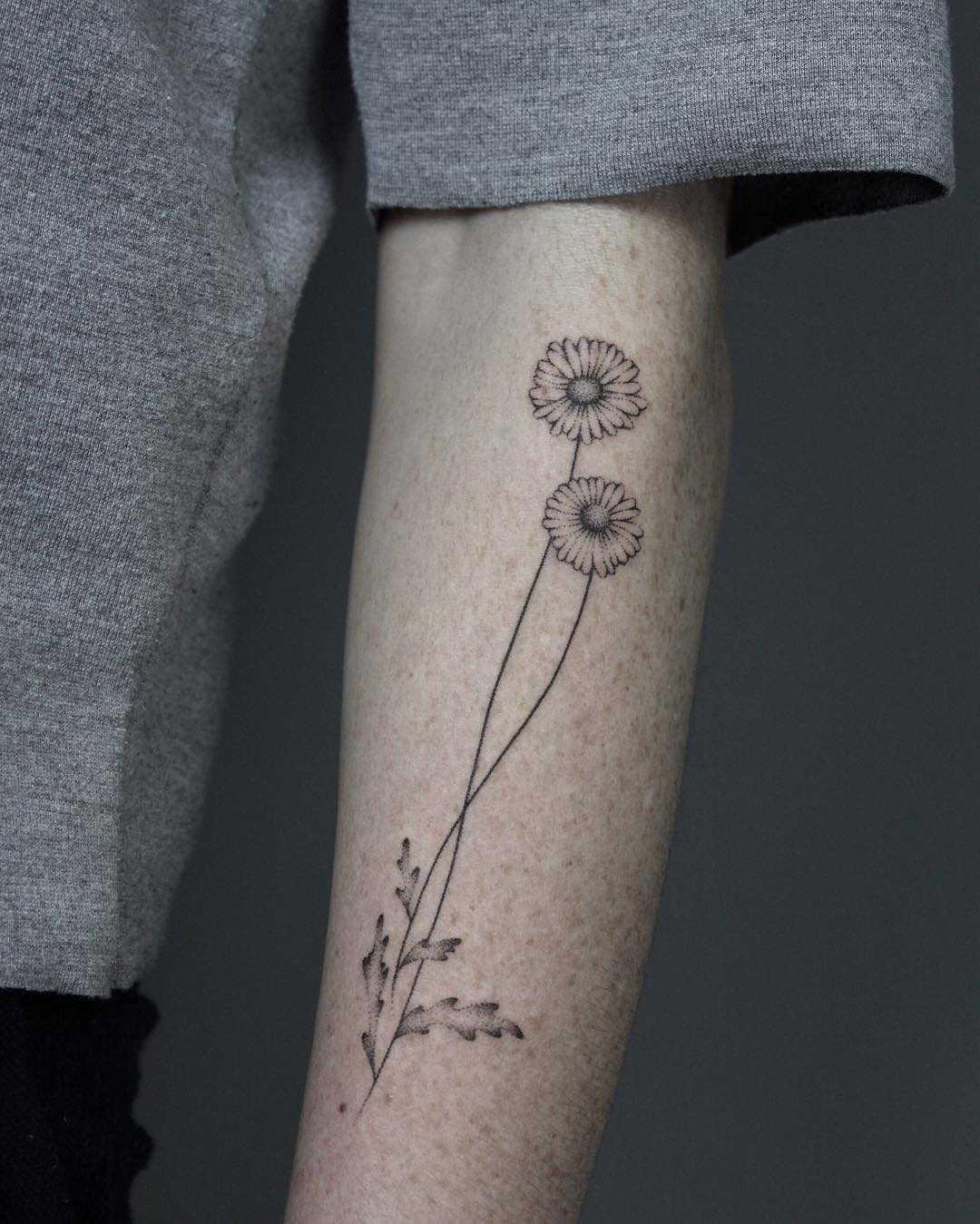 Hand-poked daisy tattoo by Lara Maju