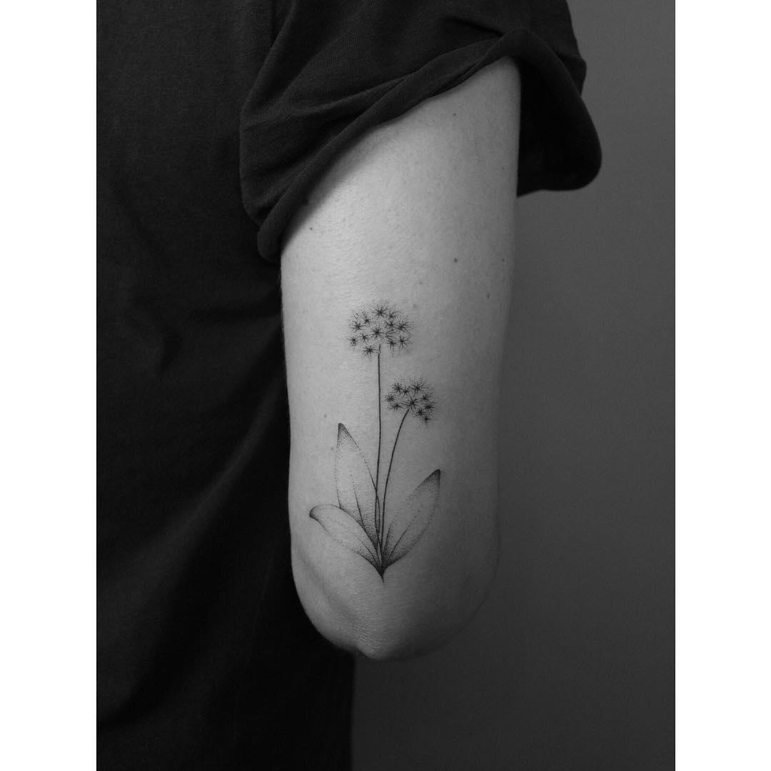 Hand-poked wild garlic tattoo by Lara Maju