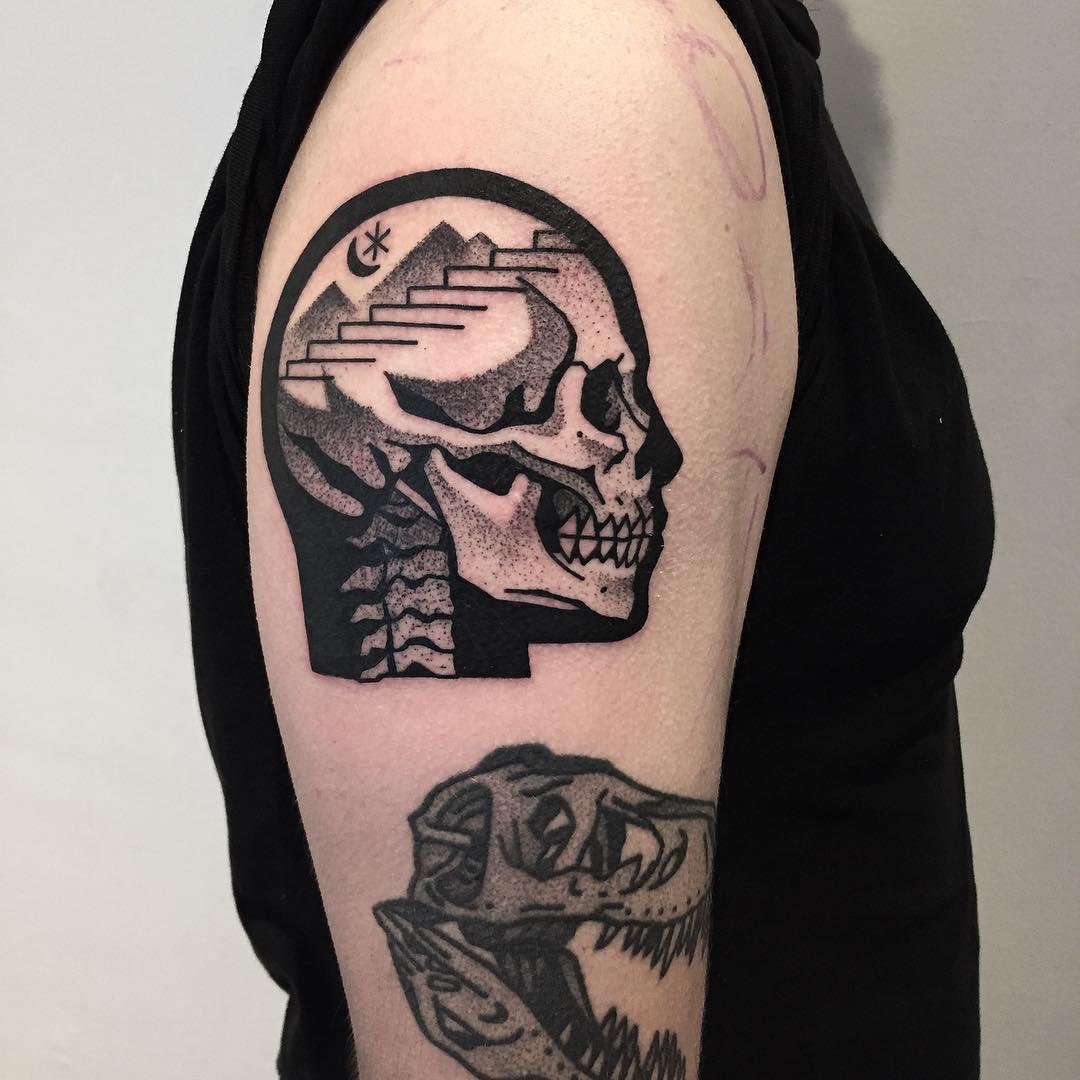 Mystical skull tattoo by tattooist Miedoalvacio
