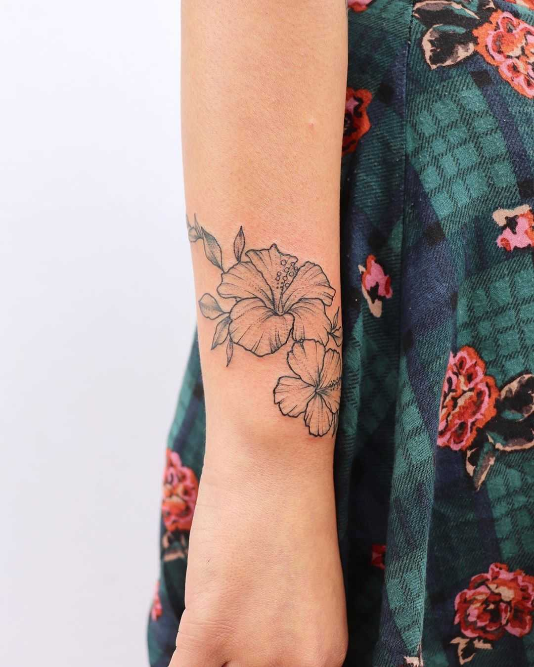 Wrapping hibiscus tattoo by Zaya Hastra