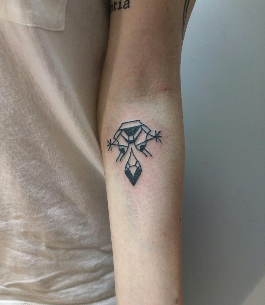 A blackwork symbol by tattooist Meritattoon