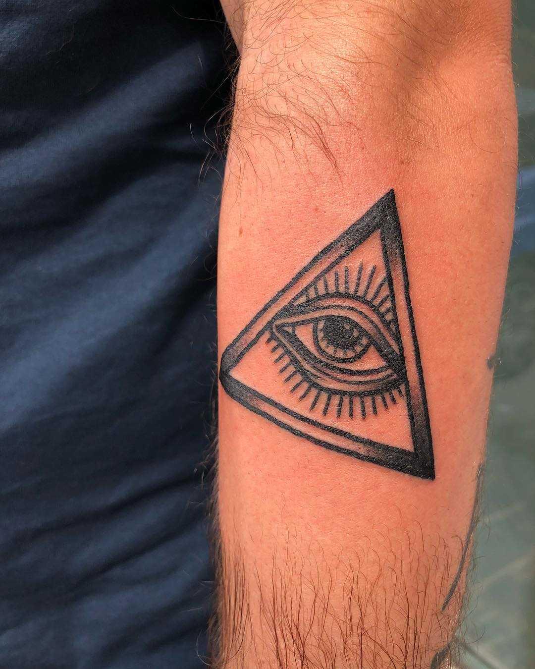 All-seeing eye by Lara Simonetta