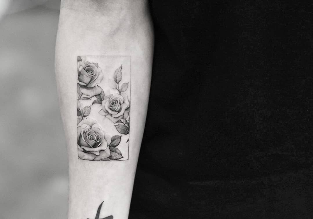 Black and grey roses by Dragon Ink