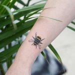 Cool bee tattoo by tattooist picsola
