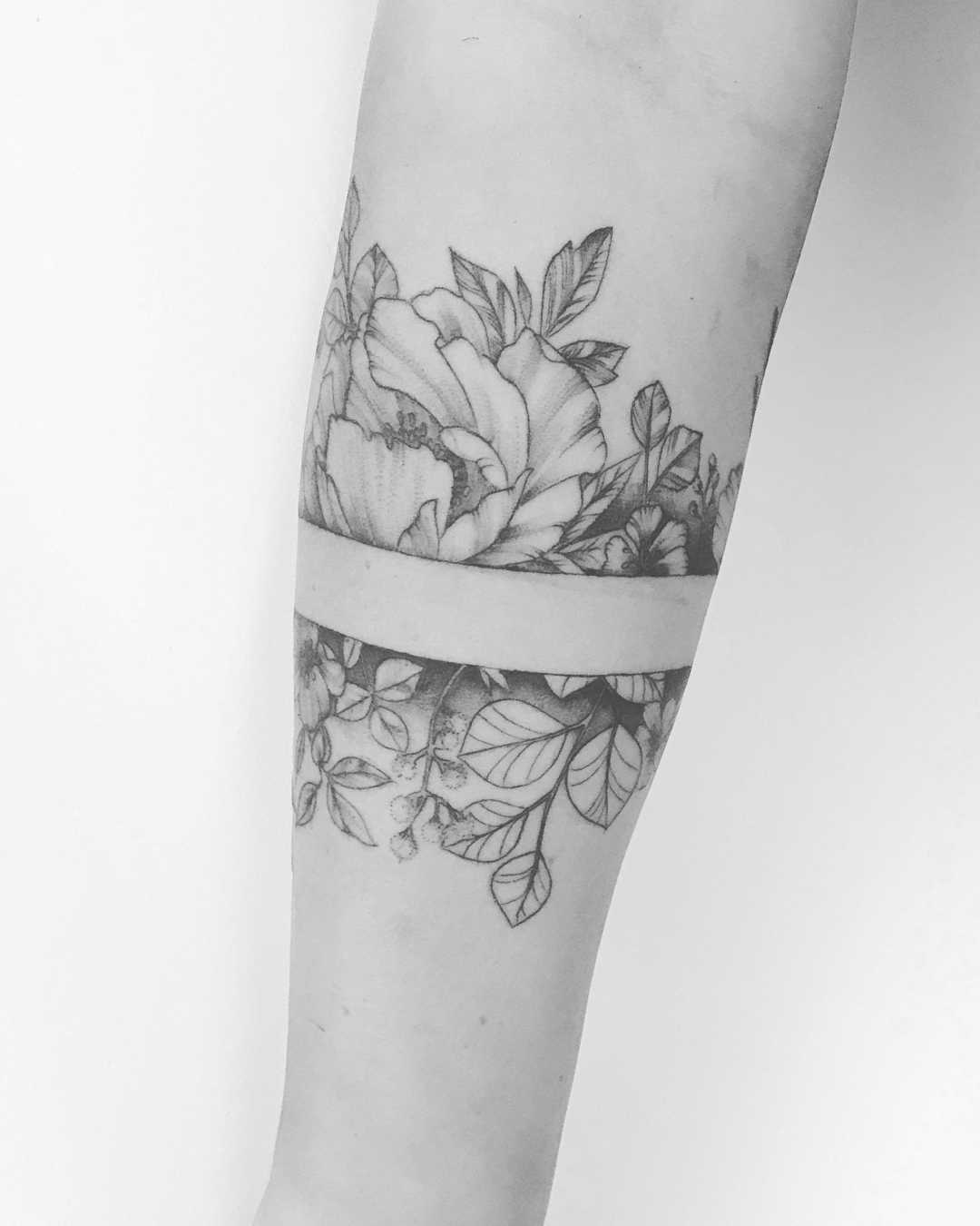 Floral armband tattoo by Annelie Fransson