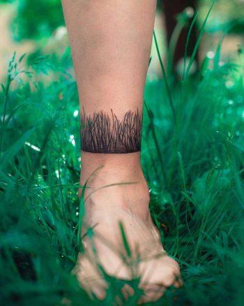 Grass around the ankle by Dżudi Bazgrole