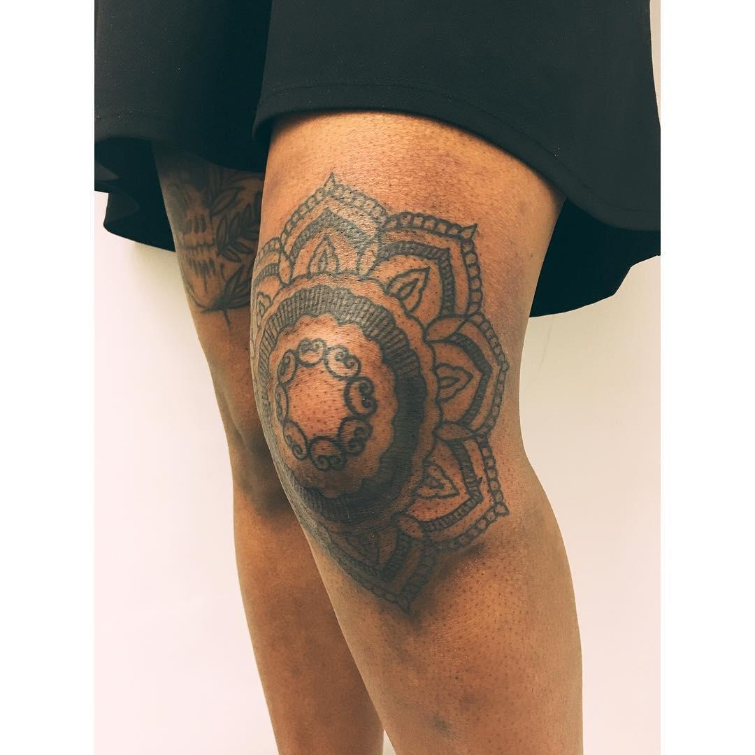 Knee mandala by Zaya Hastra