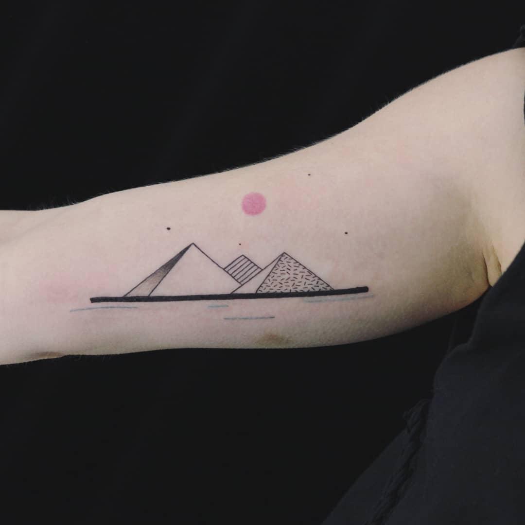 Minimalist mountains by Aga Kura
