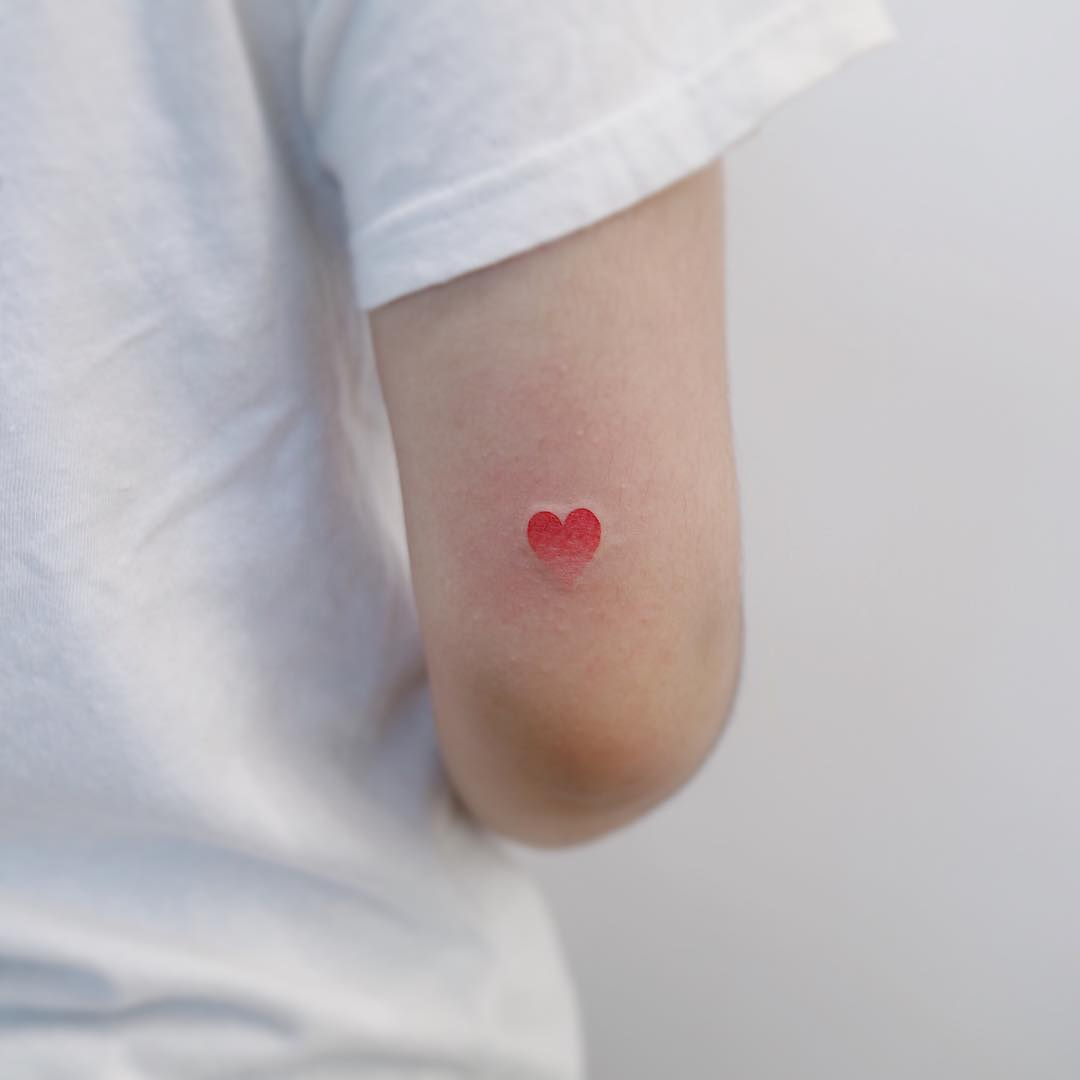 Tiny heart tattoo by tattooist Nemo