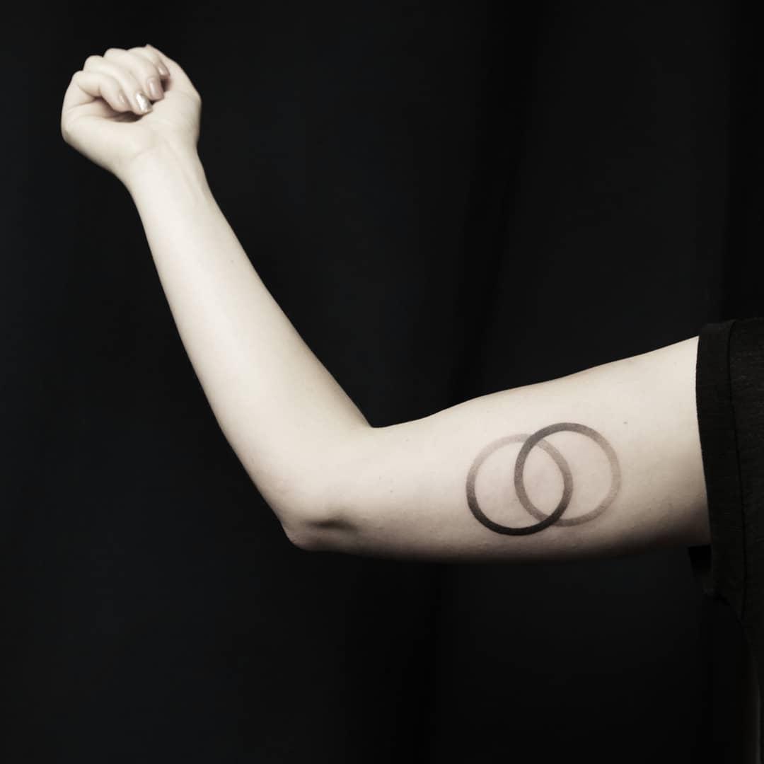 Two circles by Aga Kura