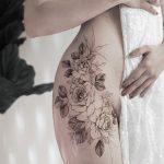 Floral hip piece by tattooist Goyo
