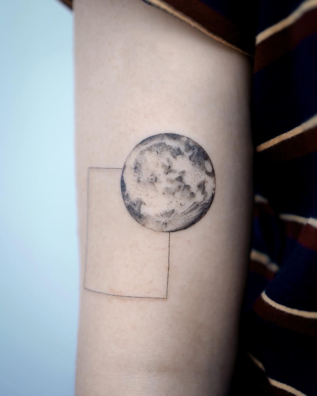 Full moon tattoo by Studio Bysol