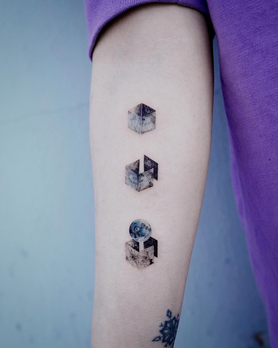 Moon cube tattoo by Studio Bysol