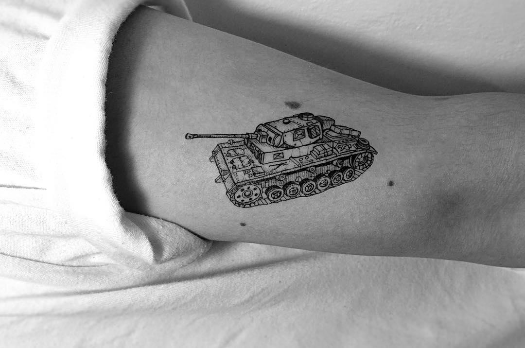 Tank tattoo by tattooist Oozy
