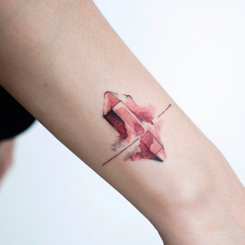 Watercolor crystal by tattooist Yeonho