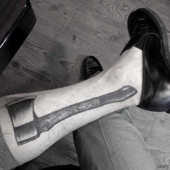 Axe tattoo on a calf by tattooist Oozy
