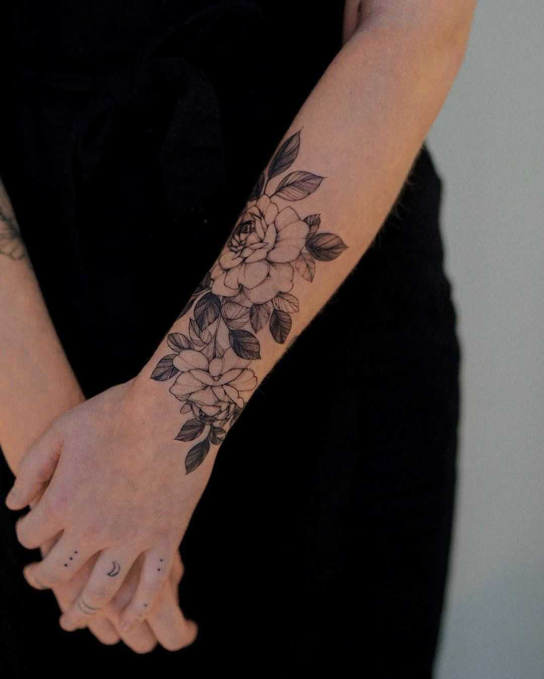 Beautiful flowers by tattooist Goyo