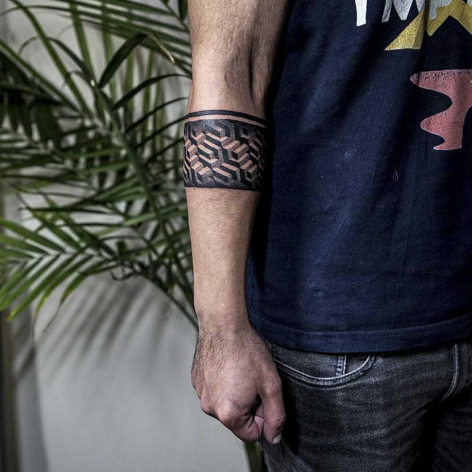 Geometric armband by Remy B