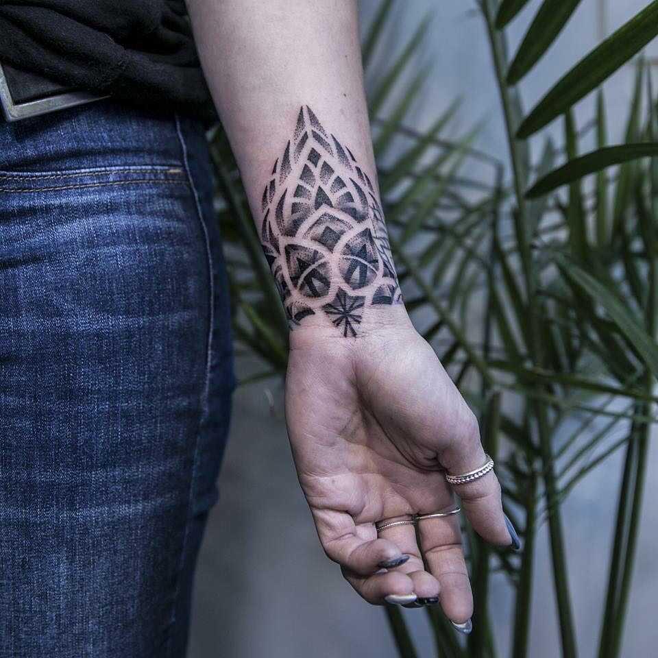 Gorgeous wrist pattern by Remy B
